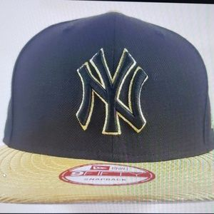 Snapback/adjustable hat